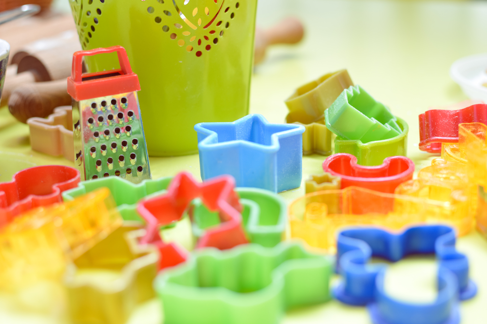 With creative use of everyday things around the home, inspire your two year old to use their imagination, develop their curiosity and learn through simple, inexpensive fun!